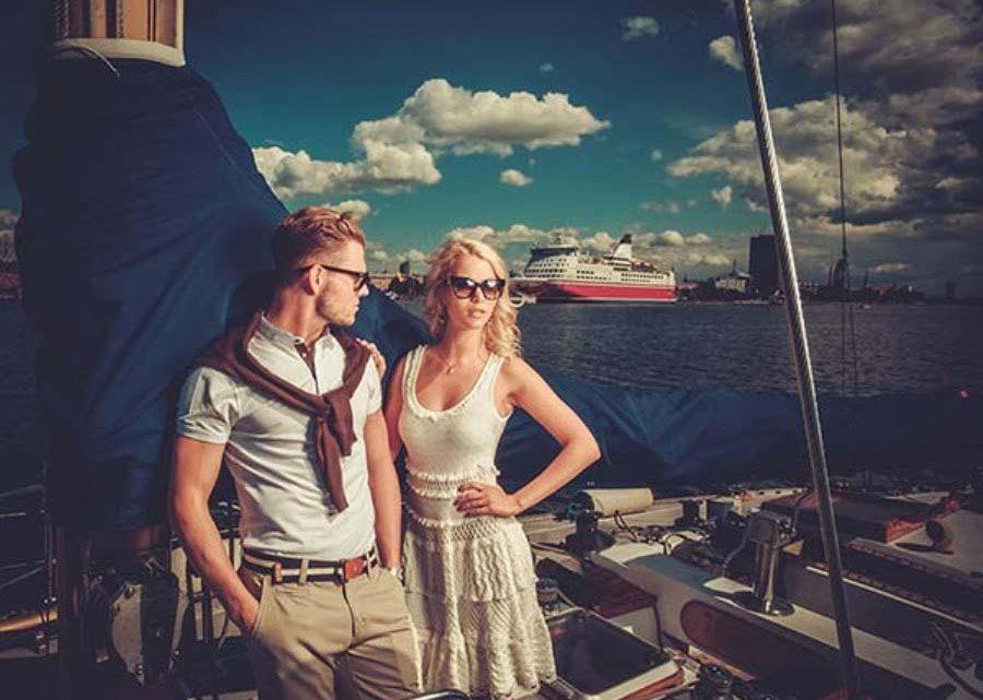 Влюбленные на яхте