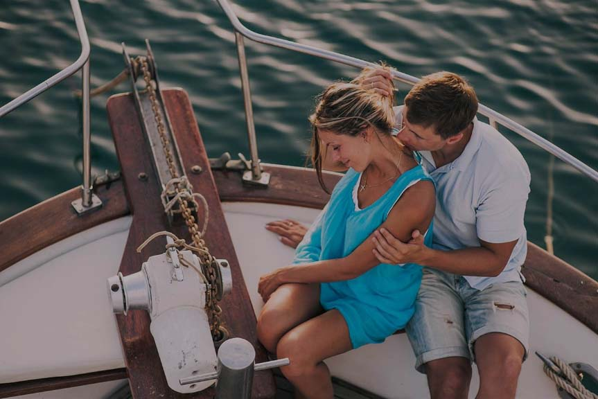 Молодожены на лодке в Сочи